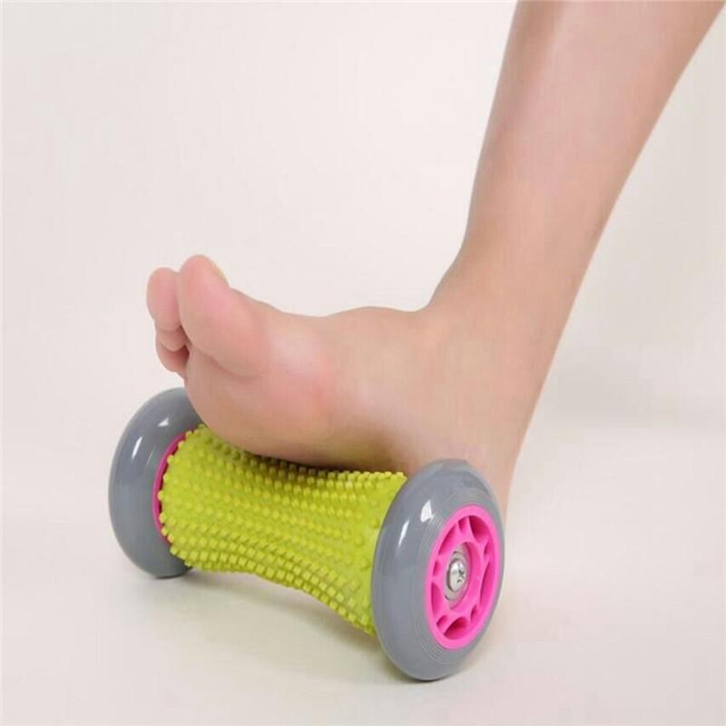 массаж стопы роликом