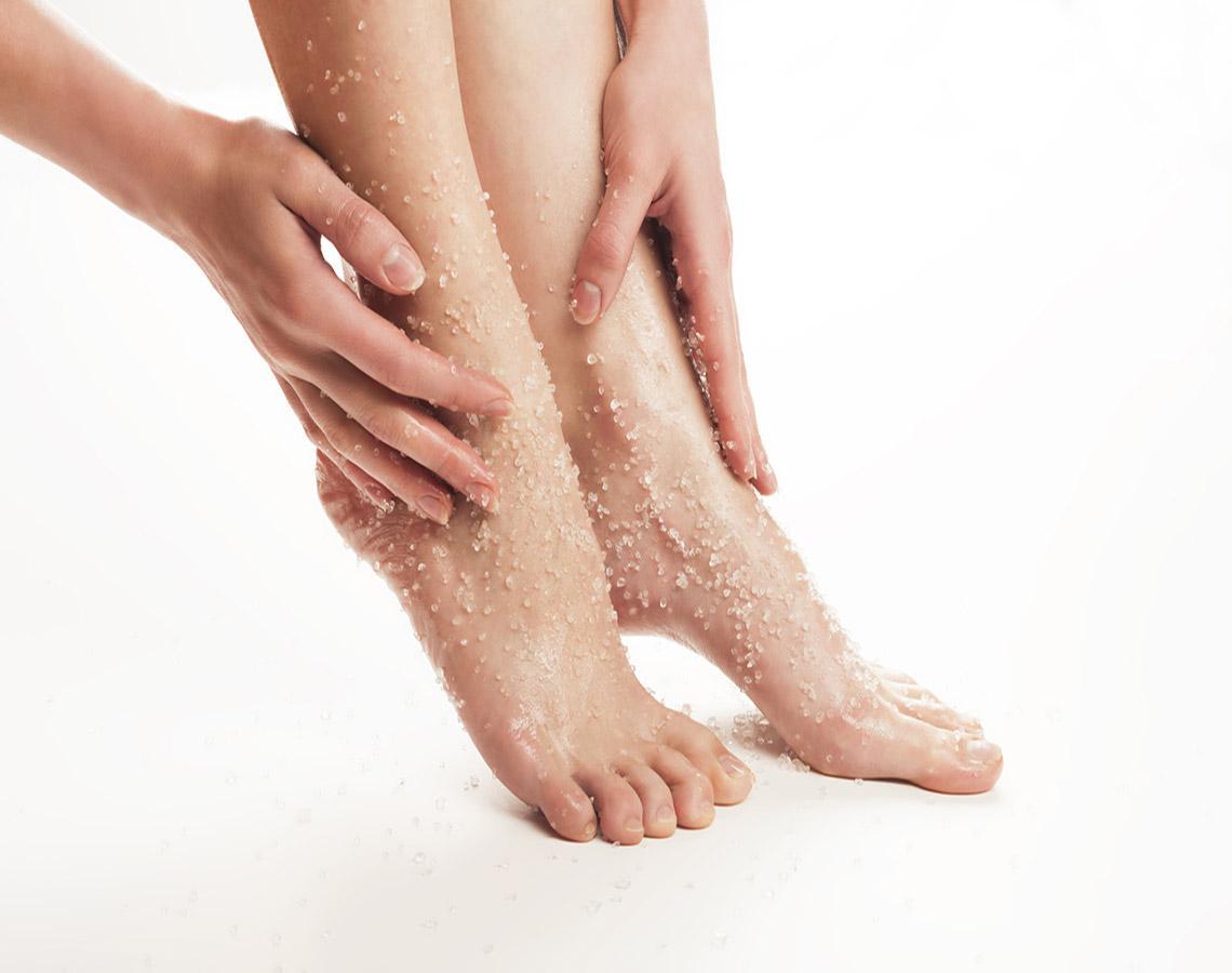массаж ног солью